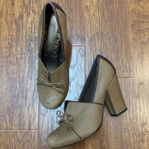 Seychelles tan loafer style chunky heels size 7.5